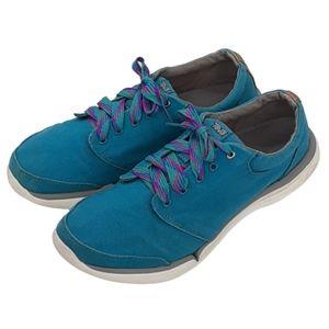 Teva teal canvas Wander sneakers, size 8